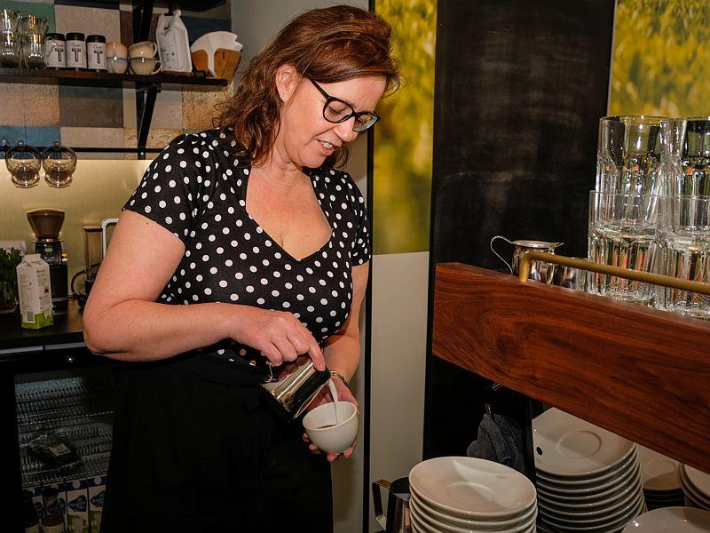 Barista Caroline van Latte Heart Coffee Cakes Schiedam