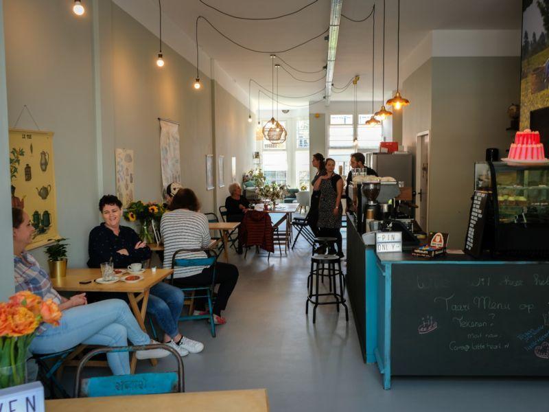 Gasten bij Latte Heart Coffee Cakes Schiedam
